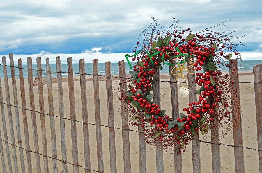 Incorporate Your Fence In Holiday Decorating B C Fence